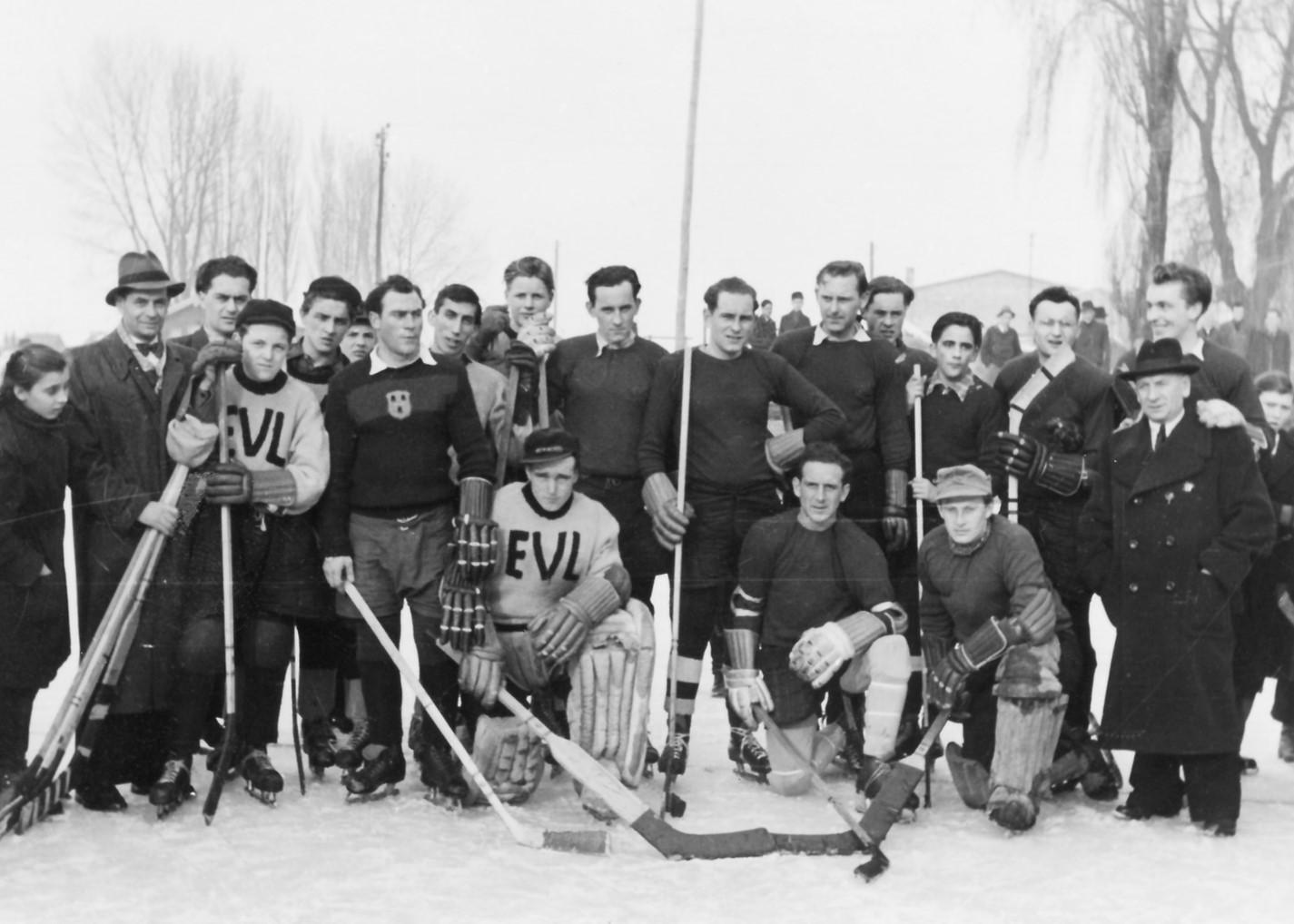 Gruppenfoto mit den Spielern von 1951