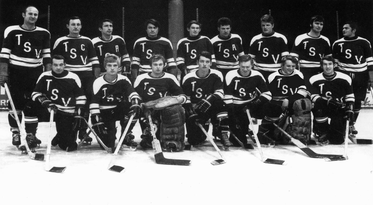 Gruppenfoto mit den Spielern der Straubing Tigers von 1969