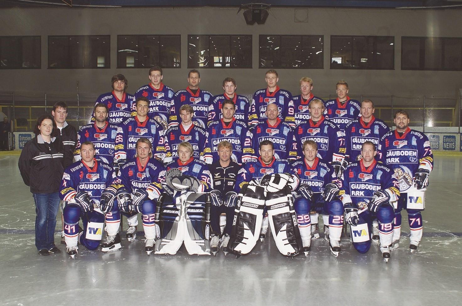 Gruppenfoto mit den Spielern der Straubing Tigers von 2005