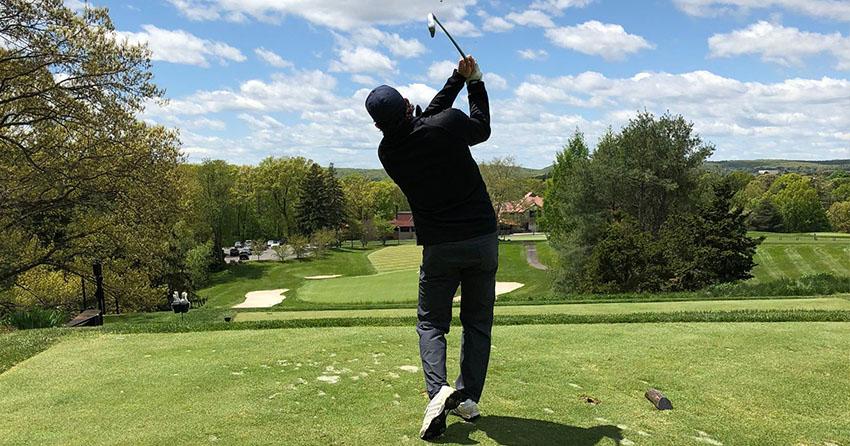 Neuzugang der Straubing Tigers beim Golf spielen