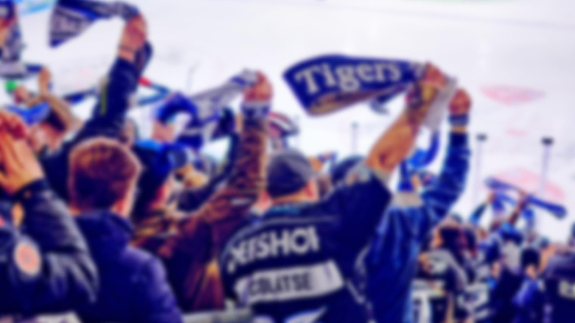 jubelnde Fans im Eisstadion am Pulverturm